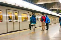 维也纳,奥地利- 2015年10月16日:地铁和乘客 库存照片