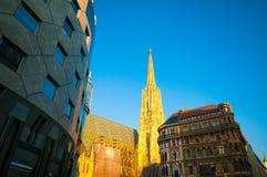 维也纳,奥地利- 2015年10月12日:太阳的St斯蒂芬大教堂 免版税库存照片