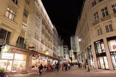维也纳,奥地利- 2015年11月13日:市中心视图在晚上 图库摄影