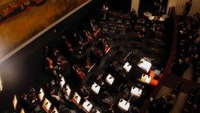 维也纳,奥地利- 2016年10月13日:歌剧-贾科莫Puccinis托斯卡 在表现前的乐队 免版税图库摄影