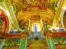 维也纳,奥地利- 2015年1月02日:美丽的阴险的人教会或Jesuitenkirche,两层,双的内部 免版税库存照片