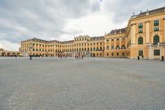 维也纳,奥地利- 2016年10月08日:美泉宫在维也纳 观光的对象在维也纳,奥地利 免版税库存图片