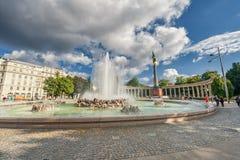 维也纳,奥地利- 2016年10月09日:苏联战争纪念建筑在维也纳,奥地利 喷泉 库存图片