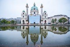 维也纳,奥地利- 2015年10月20日:著名圣查尔斯看法  图库摄影