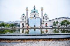 维也纳,奥地利- 2015年10月20日:著名圣查尔斯看法  免版税图库摄影
