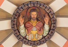 维也纳,奥地利- 2016年12月19日:被雕刻的安心耶稣在长老穹顶的Highpriest在教会Brigitta Kirche里 库存照片