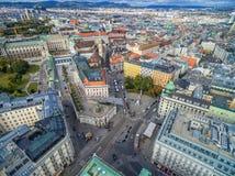 维也纳,奥地利- 2016年10月05日:阿尔贝蒂娜博物馆 有staterooms汇集的19世纪哈里斯堡宫殿的老主人印刷品和2 库存照片