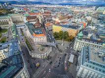 维也纳,奥地利- 2016年10月05日:阿尔贝蒂娜博物馆 有staterooms汇集的19世纪哈里斯堡宫殿的老主人印刷品和2 免版税库存照片