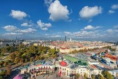 维也纳,奥地利- 2016年10月07日:维也纳巨人弗累斯大转轮 熏肉香肠Riesenrad 维也纳都市风景 库存照片