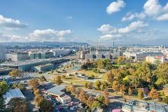 维也纳,奥地利- 2016年10月07日:维也纳巨人弗累斯大转轮 熏肉香肠Riesenrad 维也纳都市风景 库存图片