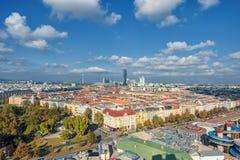 维也纳,奥地利- 2016年10月07日:维也纳巨人弗累斯大转轮 熏肉香肠Riesenrad 维也纳都市风景 免版税库存图片