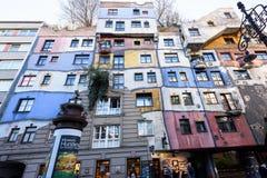 维也纳,奥地利- 2015年11月14日:hundertwasser房子照片  库存照片
