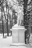 维也纳,奥地利- 2013年1月15日:Meleager雕象由W的 拜耶在Schonbrunn宫殿庭院里在冬天 库存照片