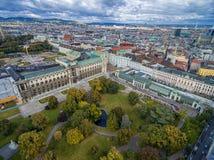 维也纳,奥地利- 2016年10月05日:Neue城镇宫殿和Burggarten公园在维也纳,奥地利 免版税库存图片