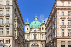 维也纳,奥地利- 2016年4月11日:Peterskirche圣伯多禄教会是一个巴洛克式的天主教教区教堂在Petersplatz 免版税库存照片