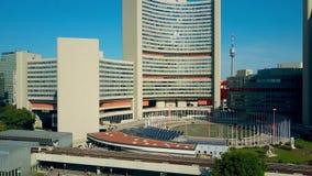 维也纳,奥地利- 2017年7月31日 联合国UNO去城市的雇员鸟瞰图早晨工作 库存图片