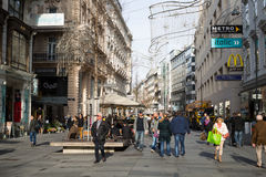 维也纳,奥地利11月11,2015 :走在钾的游人人 免版税库存图片