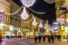 著名Graben街道在维也纳在晚上 免版税库存图片