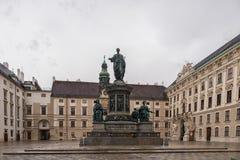维也纳,奥地利- 2016年10月06日:弗朗西斯雕象II,奥地利的神圣罗马帝国皇帝列表,然后皇帝,匈牙利的使徒国王 免版税库存照片