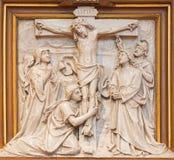 维也纳-作为发怒方式周期的一部分的在十字架上钉死安心在R的Sacre Coeur教会里 从结尾的Haas的19 分 库存图片