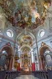 维也纳-巴洛克式的教会玛丽亚Treu主要教堂中殿。教会是在几年1698 bis之间的修造1719由建筑师卢克斯冯Hild计划  免版税库存照片