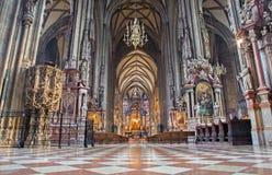 维也纳-室内圣斯蒂芬斯大教堂或Stephansdom。 库存图片