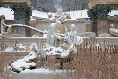 维也纳-废墟在Schonbrunn宫殿庭院里在冬天。 库存照片