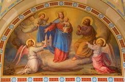 维也纳-玛丹娜壁画在天堂约瑟夫Kastner从1906年- 1911年在Carmelites教会里在Dobling。 库存照片