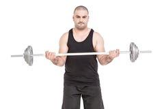 练习大量的杠铃举重的爱好健美者 免版税库存图片