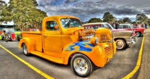 习惯20世纪40年代推托拾起卡车旧车改装的高速马力汽车 免版税库存图片