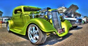 习惯20世纪30年代美国人雪佛兰旧车改装的高速马力汽车 免版税库存图片