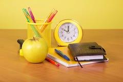 练习本、组织者和支持与铅笔 库存图片