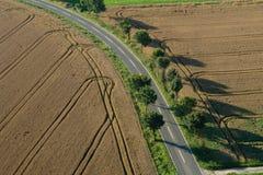 乡下公路从上面 免版税库存照片
