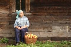 乡下妇女年长的人 免版税库存图片