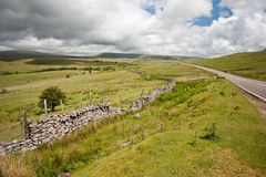 乡下对山的横向图象 免版税库存图片