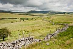 乡下对山的横向图象 免版税图库摄影