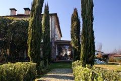 乡下庄园住宅在一个晴天 孔迪镇, Portuga 免版税图库摄影