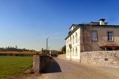 乡下庄园住宅在一个晴天 孔迪镇, Portuga 免版税库存图片