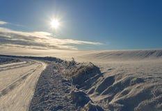 乡下路在一个冬天 免版税库存图片