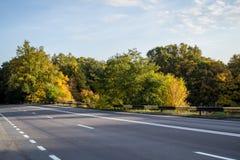 乡下路在罗马尼亚 免版税库存图片