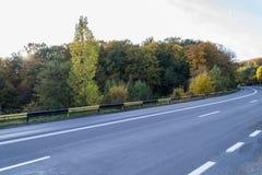 乡下路在罗马尼亚 免版税库存照片