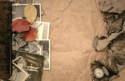 乡情概念 回忆录 与空白页的闭合的葡萄酒象册书与拷贝空间 库存图片