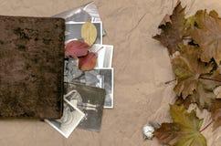 乡情概念 回忆录 葡萄酒与空白页的象册书与拷贝空间 图库摄影