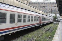 乡愁火车停放了在访客的Haydarpasa驻地,伊斯坦布尔,土耳其 3月` 2017年 免版税库存照片