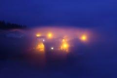 乡村在雾下的Aramaio在晚上 免版税库存图片