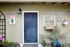 乡村模式的被设计的后院棚子 库存图片