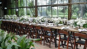 乡村风格婚宴的木桌装饰 影视素材