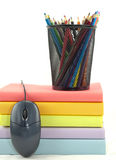 书、鼠标和铅笔 免版税图库摄影