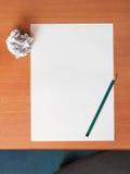 纸和铅笔 免版税库存图片