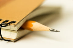书写在一个闭合的笔记本的页纪录的 库存图片